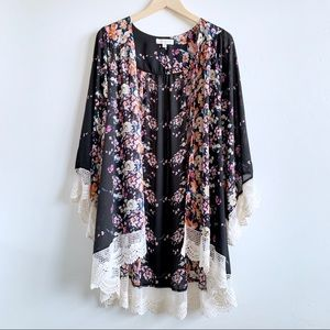 1XL/2XL Umgee flower bomb crochet trimmed kimono